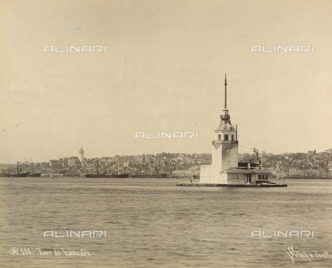 """AVQ-A-001826-0009 - """"Souvenir de Costantinople"""": Torre di Leandro - Data dello scatto: 1860-1890 ca. - Archivi Alinari, Firenze"""