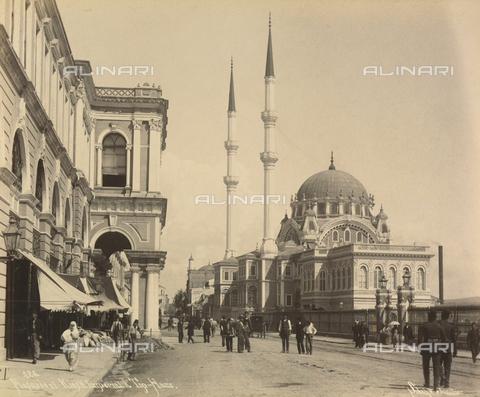 """AVQ-A-001826-0015 - """"Souvenir de Costantinople"""": Moschea e Padiglione Imperiale a Top Haire - Data dello scatto: 1860-1890 ca. - Archivi Alinari, Firenze"""