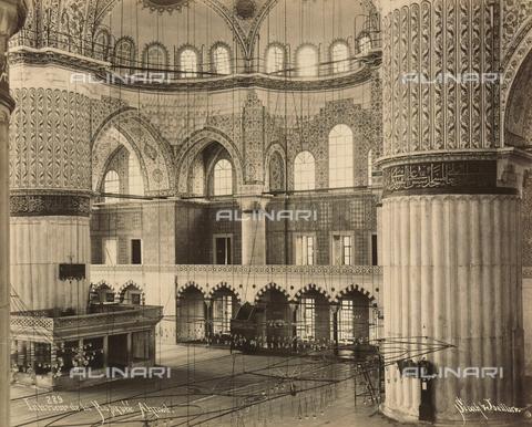 """AVQ-A-001826-0023 - """"Souvenir de Costantinople"""": interno della moschea di Ahmet Camii - Data dello scatto: 1860-1890 ca. - Archivi Alinari, Firenze"""