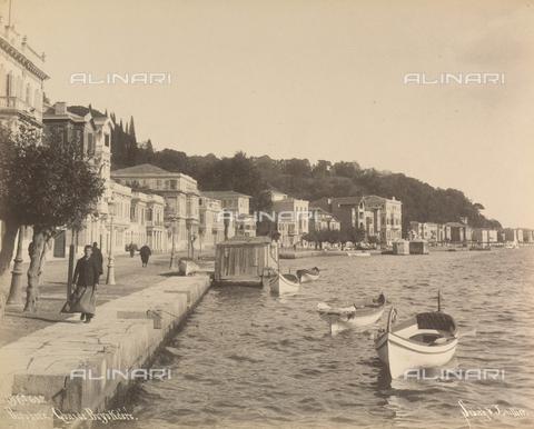 """AVQ-A-001826-0041 - """"Souvenir de Costantinople"""": lungomare di Buyukdere a Istanbul - Data dello scatto: 1860-1890 ca. - Archivi Alinari, Firenze"""