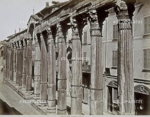 AVQ-A-001857-0017 - Milano: Veduta delle Colonne di San Lorenzo - Data dello scatto: 1885 ca. - Archivi Alinari, Firenze