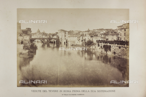 AVQ-A-002219-0005 - La sponda sinistra del fiume Tevere a valle del Ponte Fabricio prima della costruzione del lungotevere - Data dello scatto: 1887 - Raccolte Museali Fratelli Alinari (RMFA), Firenze