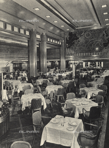 AVQ-A-002346-0008 - R.M.S. Queen Mary: main restaurant of the transatlantic Queen Mary