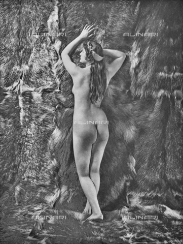 """AVQ-A-002535-0009 - """"à‰tude at L'Atelier"""", photography taken from the journal """"L'Art Photographique 1899-1900"""" - Date of photography: 1895-1899 - Fratelli Alinari Museum Collections, Florence"""
