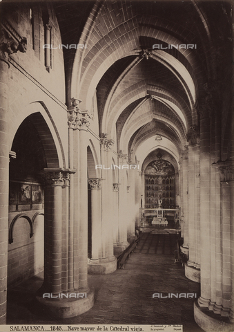 AVQ-A-002692-0063 - La navata centrale della cattedrale di Salamanca in Spagna - Data dello scatto: 1875 ca. - Raccolte Museali Fratelli Alinari (RMFA), Firenze
