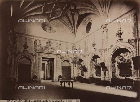 AVQ-A-002692-0064 - La sacrestia della cattedrale di Salamanca in Spagna - Data dello scatto: 1875 ca. - Archivi Alinari, Firenze