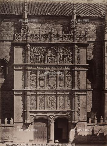 AVQ-A-002692-0068 - Facciata del Palazzo dell'Università di Salamanca in Spagna - Data dello scatto: 1875 ca. - Archivi Alinari, Firenze