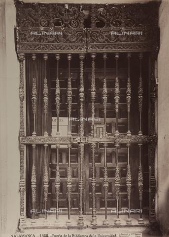 AVQ-A-002692-0070 - Porta della Biblioteca dell'Università di Salamanca in Spagna - Data dello scatto: 1875 ca. - Archivi Alinari, Firenze