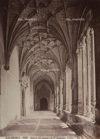 AVQ-A-002692-0080 - Il chiostro della chiesa di San Domenico a Salamanca - Data dello scatto: 1875 ca. - Raccolte Museali Fratelli Alinari (RMFA), Firenze