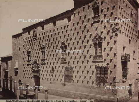 AVQ-A-002692-0086 - Facciata della Casa de las Conchas a Salamanca - Data dello scatto: 1875 ca. - Archivi Alinari, Firenze