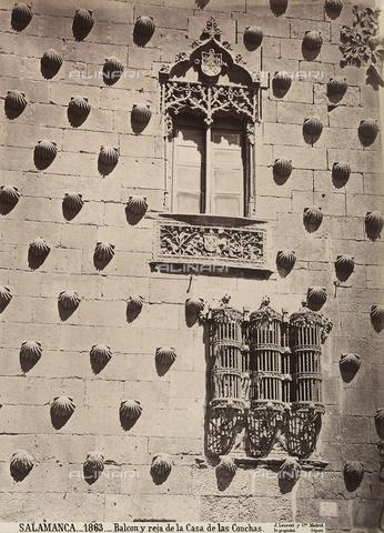 AVQ-A-002692-0087 - Facciata della Casa de las Conchas a Salamanca, particolare - Data dello scatto: 1875 ca. - Archivi Alinari, Firenze