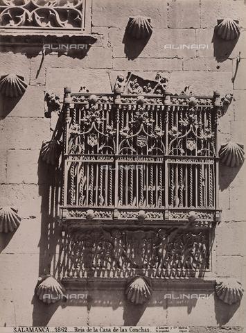 AVQ-A-002692-0089 - Particolare della facciata della Casa de las Conchas a Salamanca - Data dello scatto: 1875 ca. - Archivi Alinari, Firenze