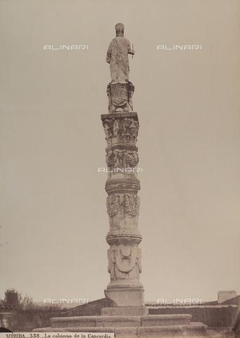 AVQ-A-002692-0098 - La colonna della Concordia a Mérida in Spagna - Data dello scatto: 1875 ca. - Raccolte Museali Fratelli Alinari (RMFA), Firenze