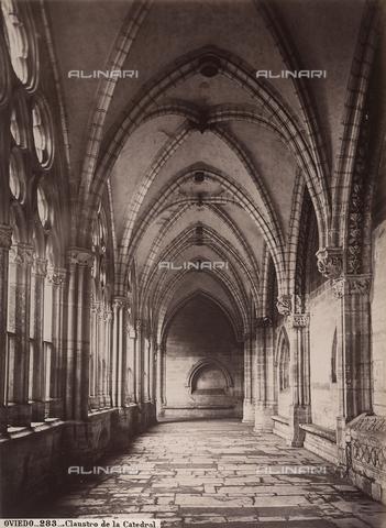 AVQ-A-002692-0104 - Chiostro della cattedrale di Oviedo in Spagna - Data dello scatto: 1875 ca. - Archivi Alinari, Firenze