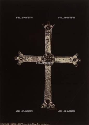 AVQ-A-002692-0107 - La Croce di Pelagio (verso), opera conservata nel Museo della cattedrale di Oviedo in Spagna - Data dello scatto: 1875 ca. - Raccolte Museali Fratelli Alinari (RMFA), Firenze
