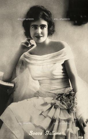 AVQ-A-002720-0064 - Ritratto dell'attrice Soava Gallone - Data dello scatto: 1920-1930 ca. - Archivi Alinari, Firenze