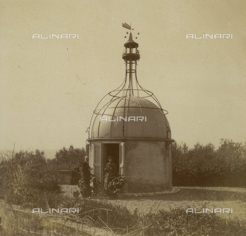 AVQ-A-002757-0326 - Antonio Abetti, with unidentified female figure, near the anemometer of the Arcetri Observatory in Florence - Date of photography: 1910 ca - Fratelli Alinari Museum Collections, Florence, Fondo Abetti