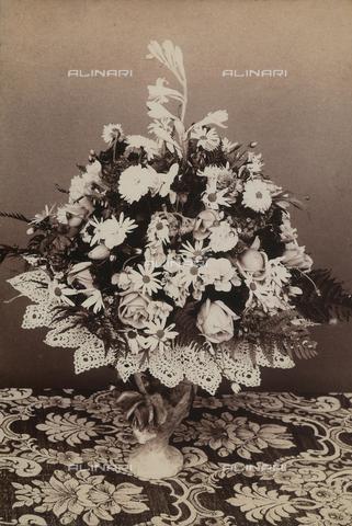 AVQ-A-002758-0110 - Mazzo di fiori - Data dello scatto: 1900 ca. - Archivi Alinari, Firenze
