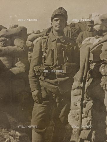 """AVQ-A-002759-0006 - Prima Guerra Mondiale: """"un prigioniero boemo disertore di 18 anni"""" - Data dello scatto: 1917 - Archivi Alinari, Firenze"""