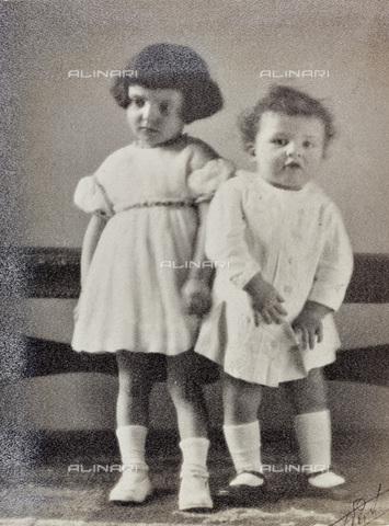 AVQ-A-002773-0061 - Ritratto di due bambini - Data dello scatto: 1920-1930 - Archivi Alinari, Firenze