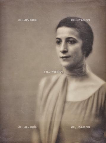 AVQ-A-002773-0063 - Ritratto femminile - Data dello scatto: 1930-1940 - Archivi Alinari, Firenze