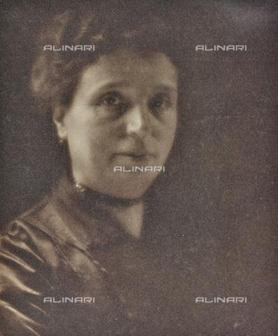 AVQ-A-002773-0064 - Ritratto femminile - Data dello scatto: 1920-1930 - Archivi Alinari, Firenze