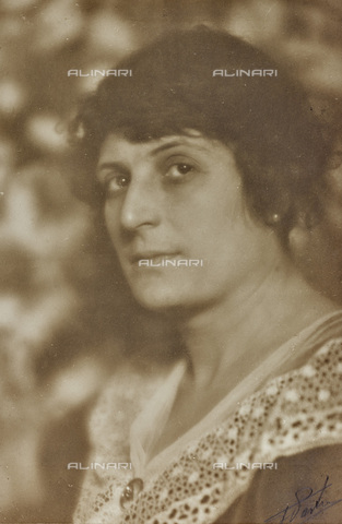 AVQ-A-002773-0072 - Female portrait - Date of photography: 1920-1930 - Fratelli Alinari Museum Collections, Florence