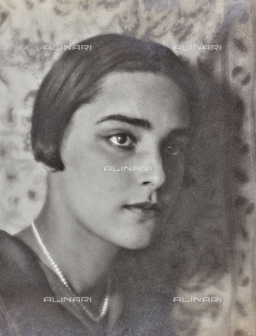 AVQ-A-002773-0073 - Face of young woman with short hair - Date of photography: 1930-1940 - Fratelli Alinari Museum Collections, Florence