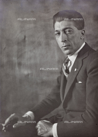 AVQ-A-002773-0077 - Portrait of man with cigarette - Date of photography: 1925-1935 - Fratelli Alinari Museum Collections, Florence