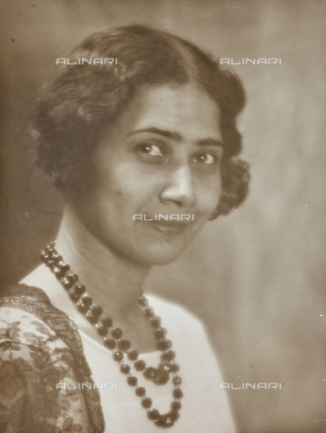 AVQ-A-002773-0079 - Female portrait - Date of photography: 1930-1940 - Fratelli Alinari Museum Collections, Florence