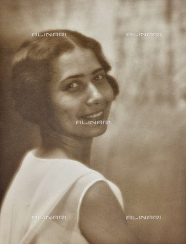 AVQ-A-002773-0080 - Portrait of smiling woman - Date of photography: 1930-1940 - Fratelli Alinari Museum Collections, Florence