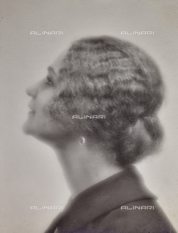 AVQ-A-002773-0083 - Young woman profile - Date of photography: 1920-1930 - Fratelli Alinari Museum Collections, Florence
