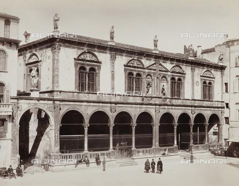 AVQ-A-002794-0016 - La Loggia del Consiglio, Piazza dei Signori, Verona - Data dello scatto: 1890 ca. - Archivi Alinari, Firenze