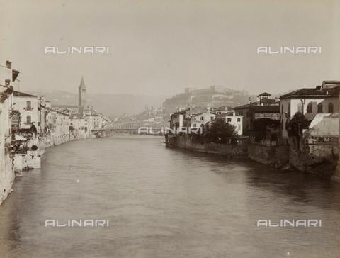 AVQ-A-002827-0037 - Il fiume Adige a Verona - Data dello scatto: 1870 ca. - Archivi Alinari, Firenze