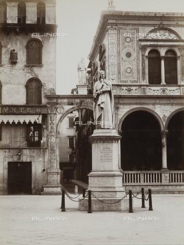 AVQ-A-002827-0039 - Monumento a Dante Alighieri, 1865, marmo, Ugo Zannoni (1836-1919), Piazza dei Signori, Verona - Data dello scatto: 1870 ca. - Archivi Alinari, Firenze