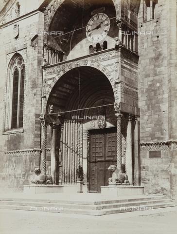 AVQ-A-002827-0041 - Il portale maggiore del Duomo di Verona - Data dello scatto: 1870 ca. - Archivi Alinari, Firenze