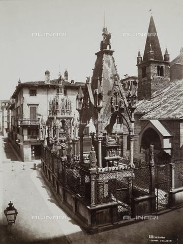 AVQ-A-002827-0043 - Le Tombe scaligere nel Piazzaletto della Arche a Verona - Data dello scatto: 1870 ca. - Archivi Alinari, Firenze
