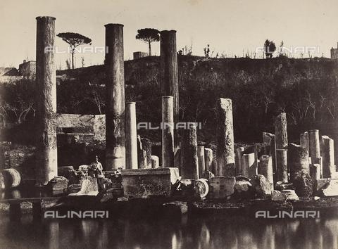 AVQ-A-002966-0026 - Macellum o Tempio di Serapide, Pozzuoli - Data dello scatto: 1854-1863 - Archivi Alinari, Firenze