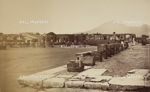 AVQ-A-002966-0072 - La zona settentrionale del Foro romano di Pompei. - Data dello scatto: 1862 ca. - Archivi Alinari, Firenze