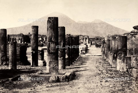 AVQ-A-002966-0074 - Il Foro romano di Pompei visto da sud est. - Data dello scatto: 1862 ca. - Archivi Alinari, Firenze