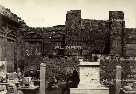 AVQ-A-002966-0076 - Il Tempio di Mercurio a Pompei - Data dello scatto: 1862 ca. - Archivi Alinari, Firenze
