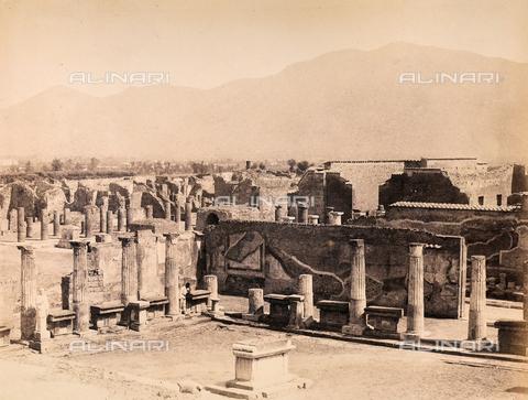 AVQ-A-002966-0083 - Pompeii's Roman Forum with the Pompeiian Temple of Venus - Data dello scatto: 1862 ca. - Archivi Alinari, Firenze