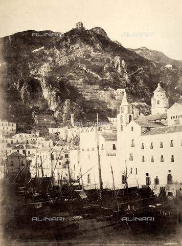 AVQ-A-002966-0102 - Il Porticciolo di Amalfi - Data dello scatto: 1854-1863 ca. - Archivi Alinari, Firenze