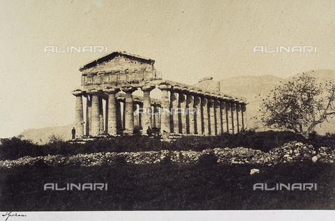 AVQ-A-002966-0115 - Il tempio di Cerere a Paestum ripreso da sud ovest - Data dello scatto: 1859 - Archivi Alinari, Firenze