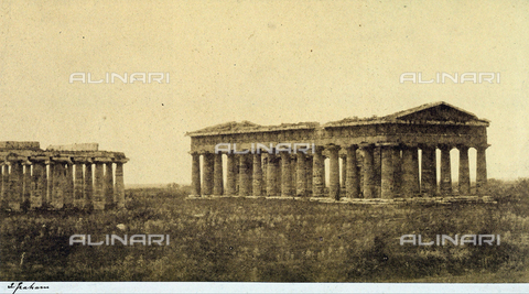 AVQ-A-002966-0119 - La Basilica e il tempio di Nettuno ripresi da sud est a Paestum - Data dello scatto: 1854-1863 ca. - Archivi Alinari, Firenze