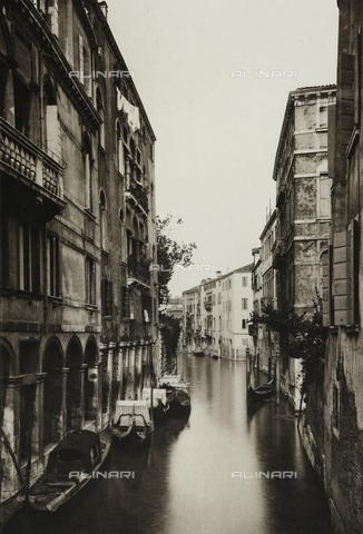 AVQ-A-003475-0004 - Veduta di Rio di San Canciano a Venezia - Data dello scatto: 1890-1895 - Archivi Alinari, Firenze