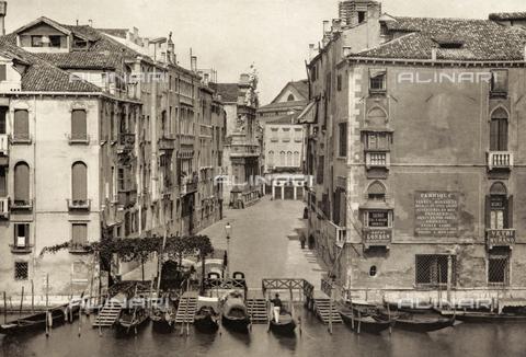 AVQ-A-003475-0009 - Veduta di Campo Santa Maria del Giglio a Venezia - Data dello scatto: 1890-1895 - Archivi Alinari, Firenze