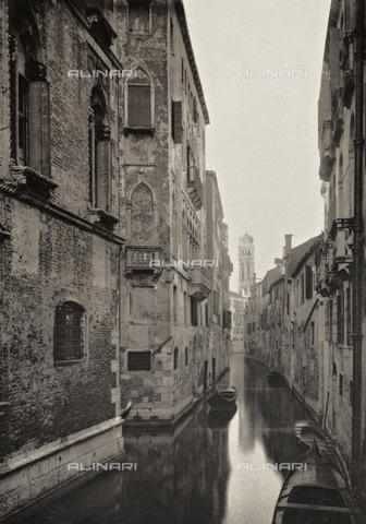AVQ-A-003475-0011 - Veduta di Rio San Bernardo a Venezia - Data dello scatto: 1890-1895 - Archivi Alinari, Firenze