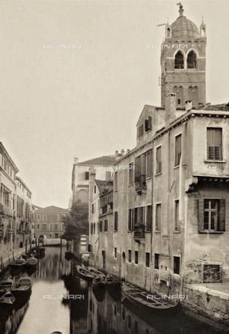 AVQ-A-003475-0014 - Veduta di Rio Santa Fosca a Venezia, con il campanile della Chiesa di Santa Fosca - Data dello scatto: 1890-1895 - Archivi Alinari, Firenze