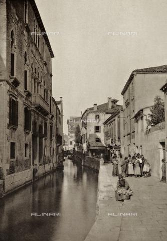 AVQ-A-003475-0017 - Veduta animata di Rio della Frescada a Venezia - Data dello scatto: 1890-1895 - Raccolte Museali Fratelli Alinari (RMFA), Firenze